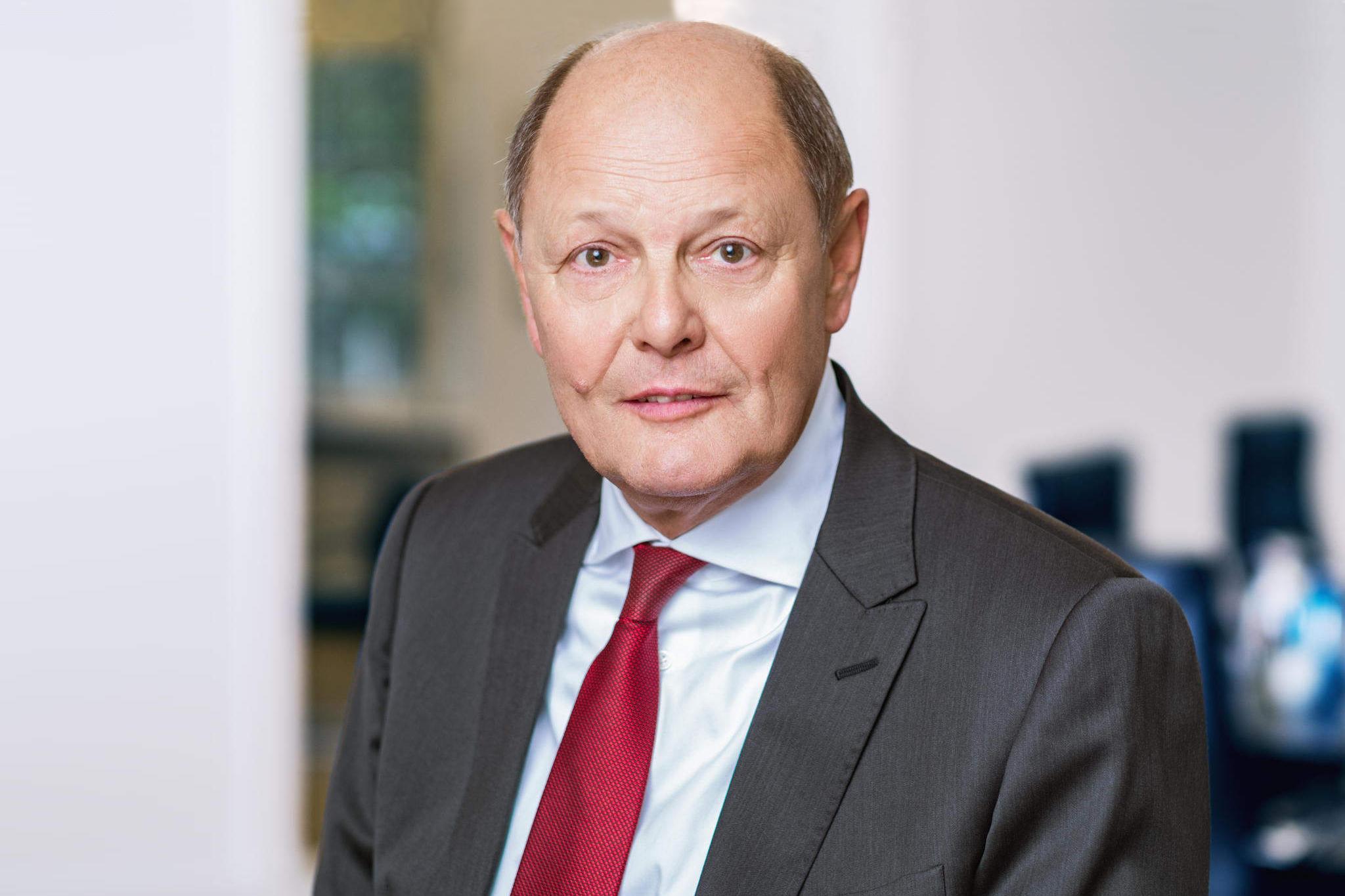 Porträt Rechtsanwalt und Notar Norbert Mauer