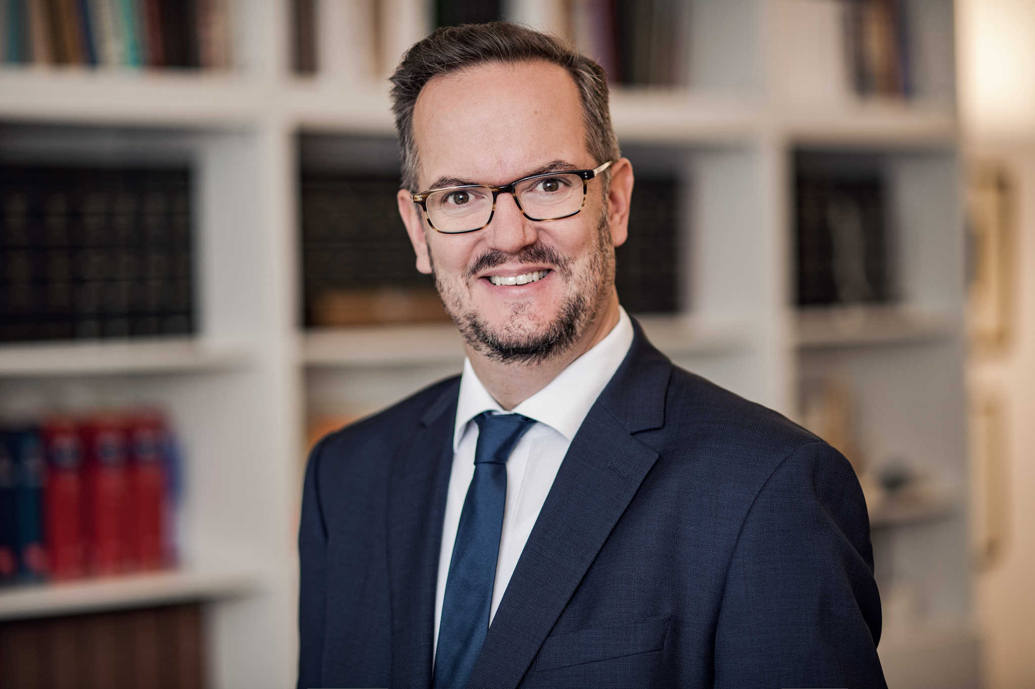 Porträtfoto Dr. Dietmar Kurze